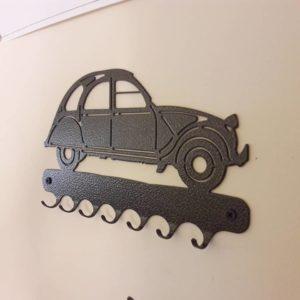 Support de porte-clefs en fonte, réf. 2CV Fabrication artisanale française. D'autres modèles disponible Key ring support in cast iron. French handmade.