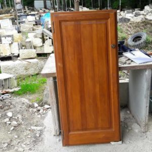 Porte de placard et son châssis en bois. Cupboard door with frame in wood.