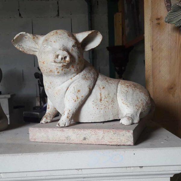 Statuette d'un cochon en fonte Pig statuette in cast iron