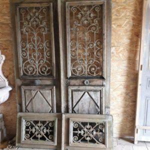 Porte imposte en chêne année 50. Ouvrant à restaurer. 50's fanlight door in oak. Opening to restore.