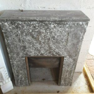 Cheminée années 50 en staff de ciment imitant un marbre gris 50's Fireplace in staff imitates grey marble