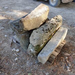 Lot bordure granite environ 1 metre de long 7 unités 750 €