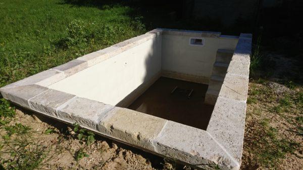 margelles de piscine bassin en pierre dure anciennes