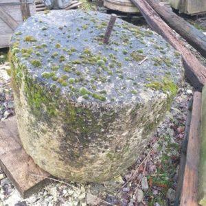 meule en pierre ancienne