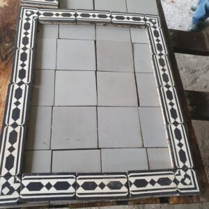 Available this magnificent batch of old cement tiles for 1.5 m2