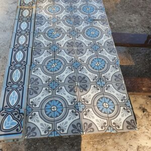 Available this magnificent batch of old cement tiles for 1.13 m2